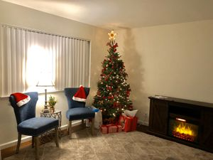 Fireplace whit a set chairs great condition new for Sale in San Jose, CA