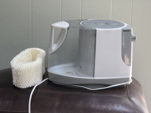 Humidifier. Holmes with new filter for Sale in St. Louis, MO