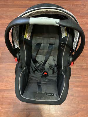 Graco SnugRide SnugLock 35 Infant Car Seat w Base, Tenley Gray for Sale in Philadelphia, PA