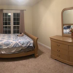 5 piece Queen bedroom set for sale for Sale in Raleigh, NC
