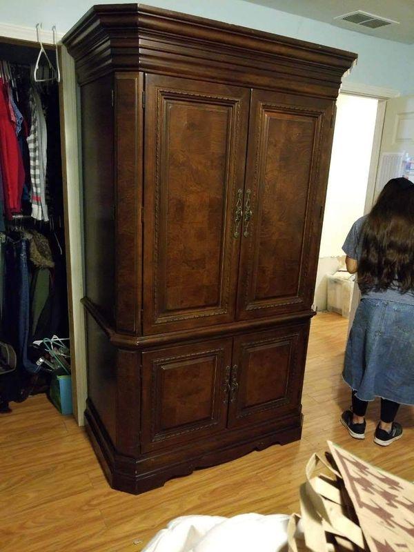 Wardrobe/armoire