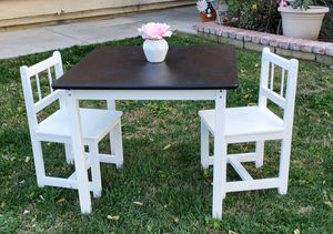 Black & white kids table w/2 chairs for Sale in Hemet, CA