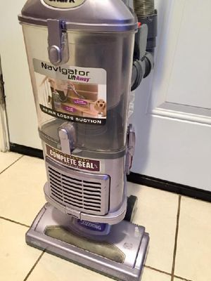Shark Navigator Lift-Away vacuum cleaner - very good clean condition This was an upstairs vacuum that has minimal use. for Sale in Wylie, TX
