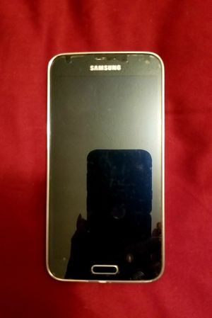 Galaxy S5 cell phone and 4 cases for Sale in Evansville, IN