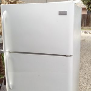 Clean Refrigerador Working Perfect $179 for Sale in Modesto, CA