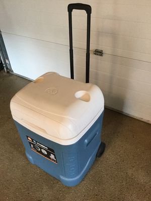 Igloo 45qt max cool wheeled cube cooler for Sale in Varysburg, NY