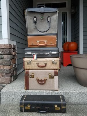 Lot of 6 Different Pieces of Vintage Luggage for Sale in Puyallup, WA