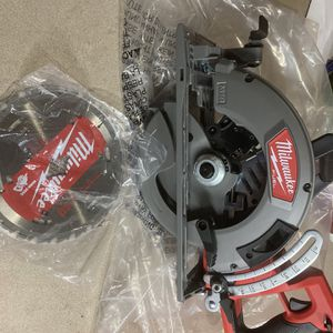 """Milwaukee M18 Fuel Rear Handle 7-1/4"""" Circular Saw. Tool Only. for Sale in Philadelphia, PA"""