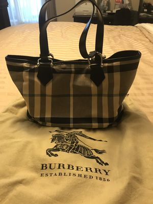 Burberry purse for Sale in Rolling Meadows, IL