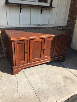 Tv stand / cabinet for Sale in Clovis, CA