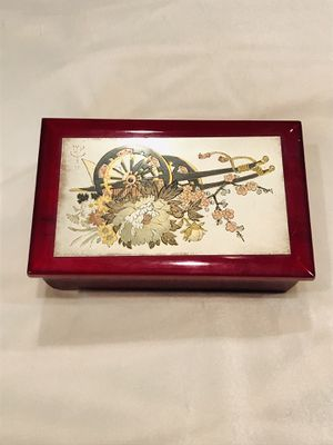 Vintage jewelry music box for Sale in Montgomery, IL