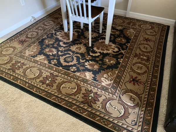 Very nice square area rug. No rips, tears or stains. Just had it cleaned to sell. 8' x 8'