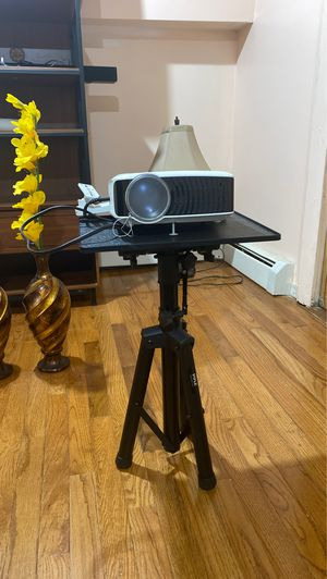 Projector plus projector screen for Sale in Newark, NJ