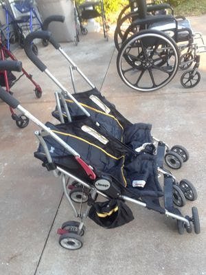Jeep double baby stroller for Sale in Miromar Lakes, FL