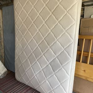 White queen size mattress. for Sale in Long Beach, CA