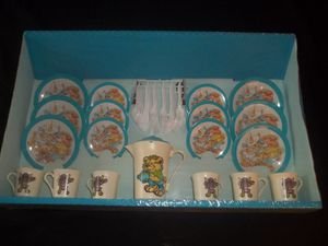 70's BNIB Vintage Wolverine Girls Tin & Plastic Bears Tea Set- 38 piece -- Child's Set for Sale in Tacoma, WA