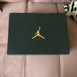 Air Jordan Master 12s Size 6 Gs (7.5 In Women) USED But Barely Worn for Sale in Hanover,  MD