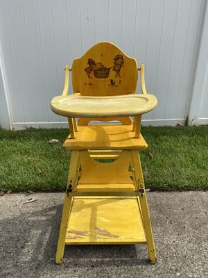 Antique High Chair for Sale in Murfreesboro, TN