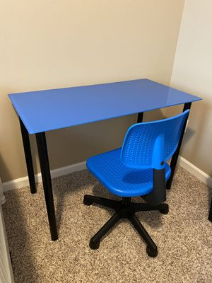 Desk and chair for Sale in Lake Stevens, WA