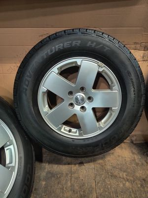 Cooper set of 5 Used Tires 255/70R18 with Jeep wheels for Sale in Melrose Park, IL