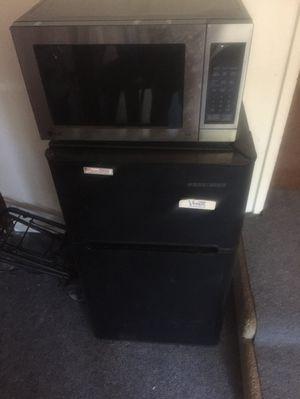 Black and Decker. Refrigerator/ Freezer. for Sale in Fresno, CA