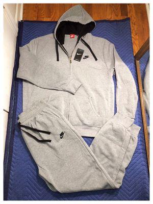 Nike sweatsuit size 2xl for Sale in Bloomfield, NJ