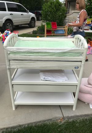 Baby changing table with changing pad & cover for Sale in Glendale Heights, IL
