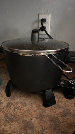 Large Presto deep fryer for Sale in Burkeville, VA