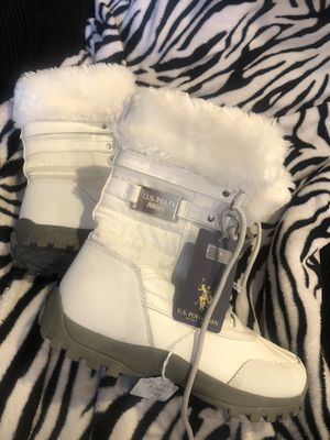 7M snow boots woman new for Sale in Jacksonville, FL