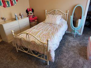 Full size bed frame for Sale in Northglenn, CO