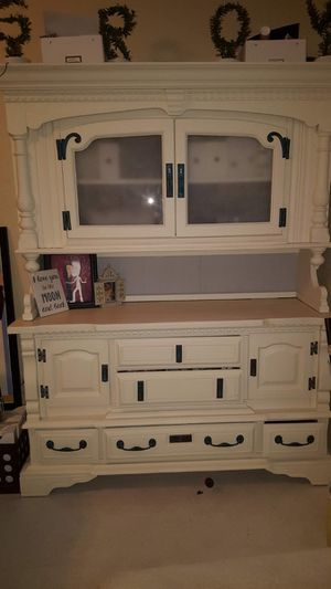 Antique Hutch / China cabinet for Sale in Henderson, NV