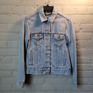 LIKE NEW - LEVI'S Jean Jacket - Medium for Sale in Cleveland, OH
