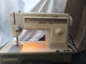 Singer 513 sewing machine negotiable for Sale in Springfield, VA