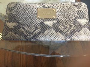 Michael Michael Kors Wallet for Sale in Cleveland, OH