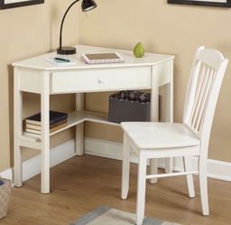 Desk And Chair for Sale in Federal Way,  WA