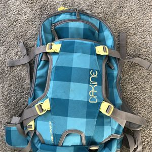 Dakine Heli Pack 12L Snow Backpack for Sale in Bothell, WA
