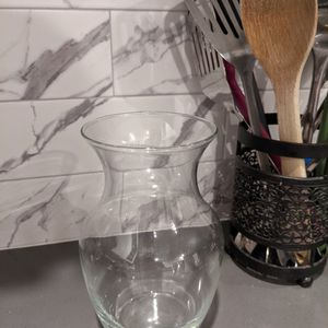 Free Glass Flower Vase for Sale in Los Angeles, CA