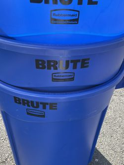 Rubbermaid Blue 32 Gallon Brute Trash Can/w Lid(new) for Sale in Philadelphia,  PA