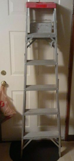 6 Ft Aluminum Ladder. Sturdy. Great Shape. for Sale in Vancouver,  WA