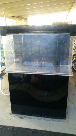 40 gal aquarium with built in three chamber filter for Sale in Fresno, CA