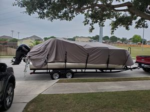 Boat cover for Pontoon-2 months old,Excellent condition! for Sale in Schertz, TX