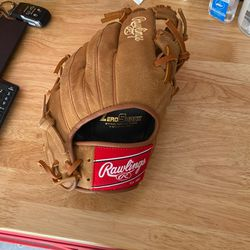 Rawlings Gloves for Sale in Pearland,  TX