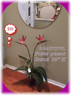 "BEAUTIFUL FAKE PLANT STAND 39"" H (LIKE NEW) for Sale in Brandon, FL"