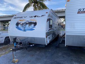 Rv tráiler año 2013 de 26 pies toy hauler ubicado 3699 nw 79 st Miami fl 33147 for Sale in Hialeah, FL