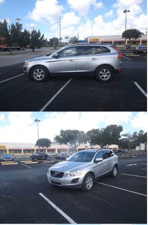 2010 Volvo XC60 .. heated , leather seats!! Panorama roof! for Sale in Hollywood, FL