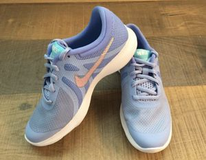 Nike shoes 4 Y BRAND NEW for Sale in Flower Mound, TX