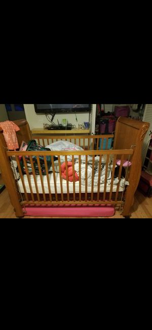 Crib and changing table for Sale in Valrico, FL