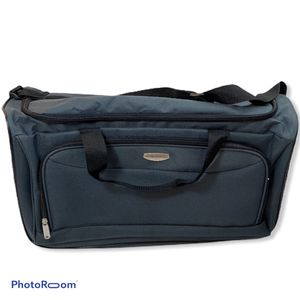 New Concourse Luggage Duffle Bag Gray Gym Gear for Sale in Princeton, NJ
