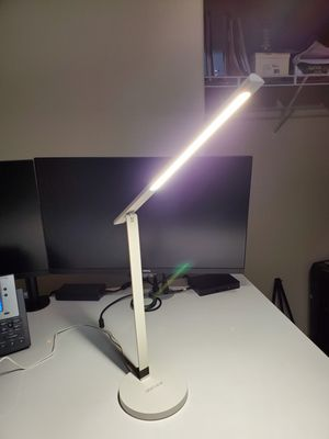 White Uplift Desk Lamp for Sale in Mill Creek, WA