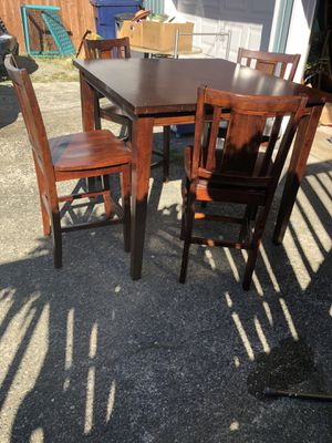 Beautiful hight dining table with 4 chairs ( 42 inch long x 36 inch height for Sale in Everett, WA